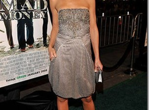 Looking for the look: Katie Holmes en la Premiere de Bad Money