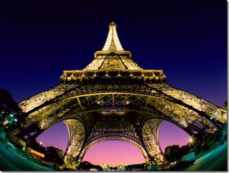 Torre_Eiffel_Desde_Abajo-871049