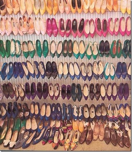 muchos-zapatos_thumb.jpg