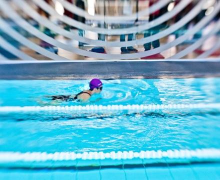 nadadora-piscina-gimnasios-virgin-active